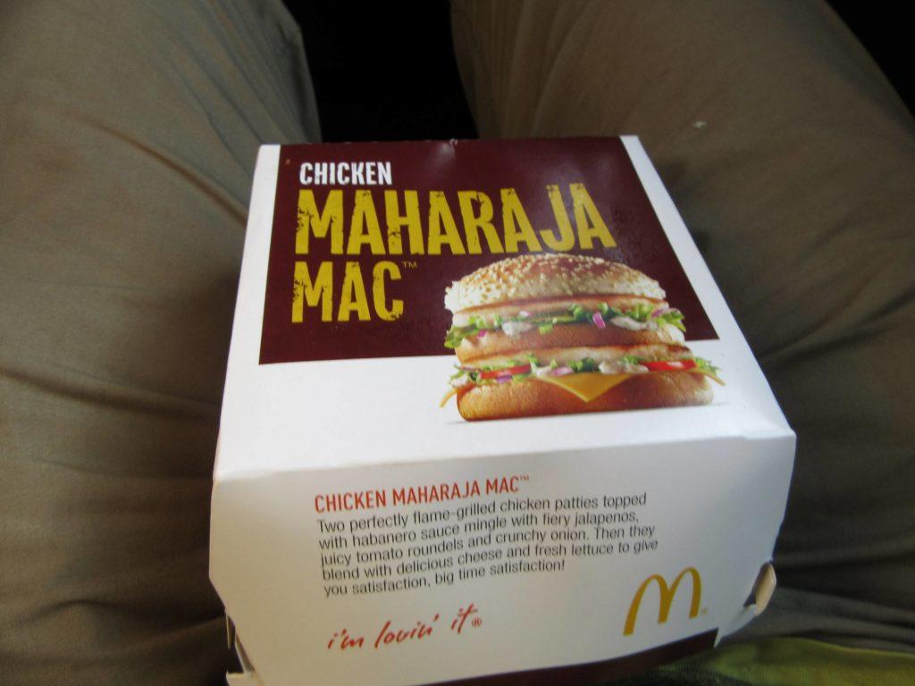 Jaklar, war ich auch bei McDonald's. Rindfleisch gibt es natürlich nicht. Sehr lecker aber: Der Maharaja-Burger in Mumbai.