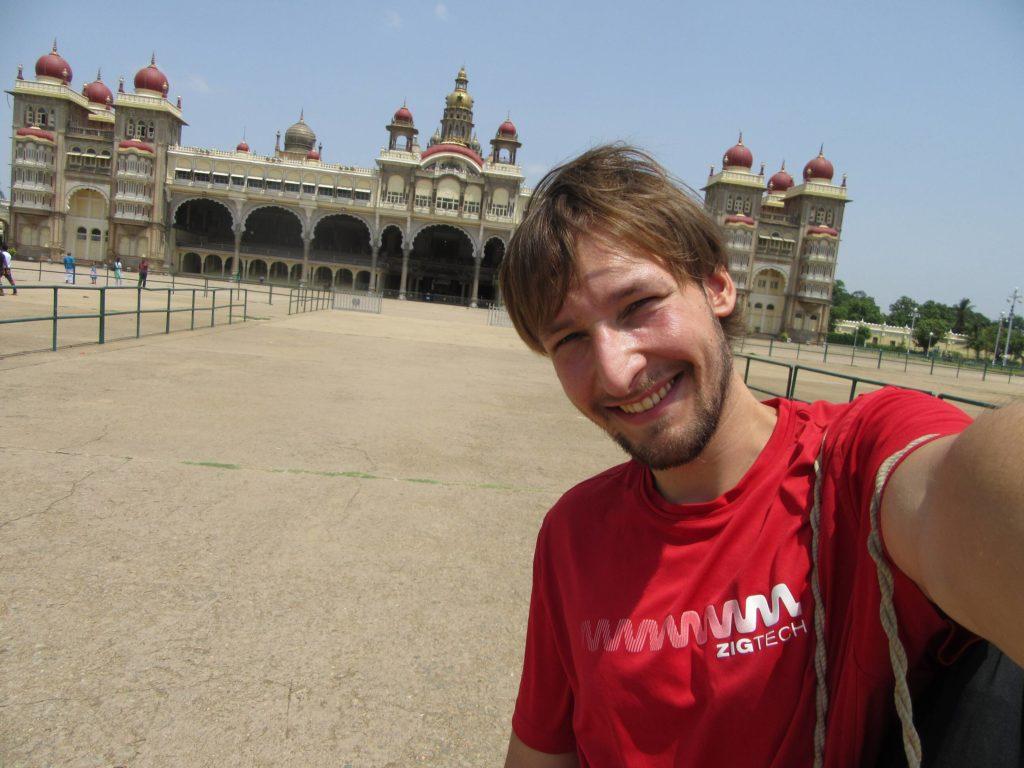 ... vor dem Maharaja-Palast in Mysore...